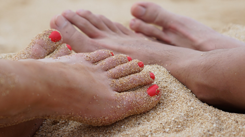 NATURAL DIY COCONUT OIL FOOT SCRUB TREATMENT FOR SOFT HEELS AND FEET